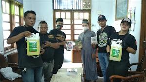 Ketua Ormas Gibas Resort Kota Bekasi Berikan Bantuan Kitab Suci Al Quran dan Sabun Cair