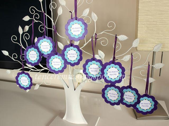 etiketli dilek kartları ve beyaz metal dilek ağacı