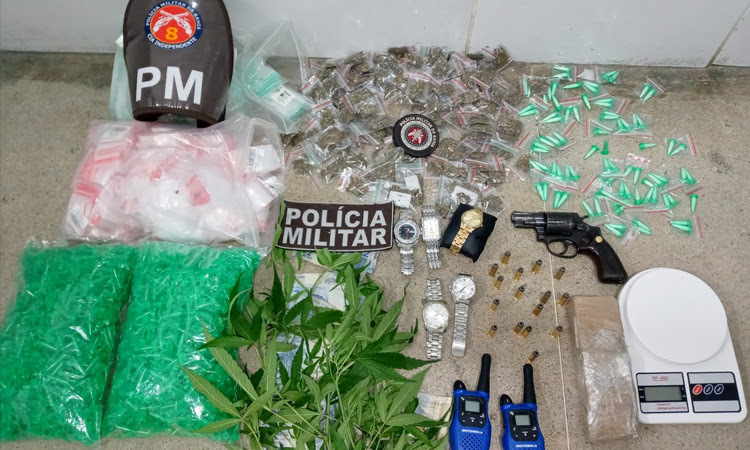 Drogas e arma são apreendidas durante abordagens no Sudoeste da Bahia