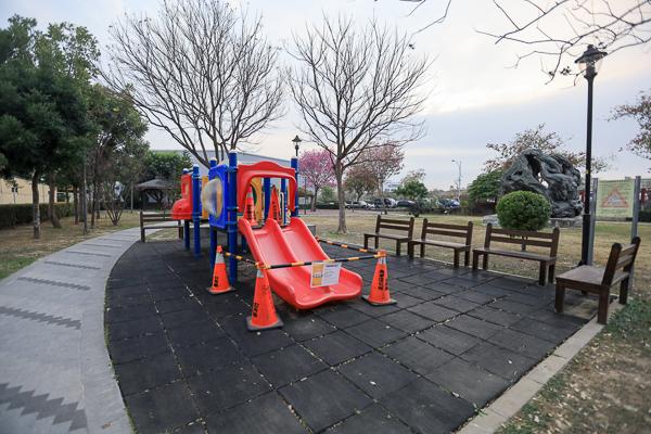 台中太平大源公園櫻花和風鈴木齊開,豐年社區公園別有洞天裝置藝術