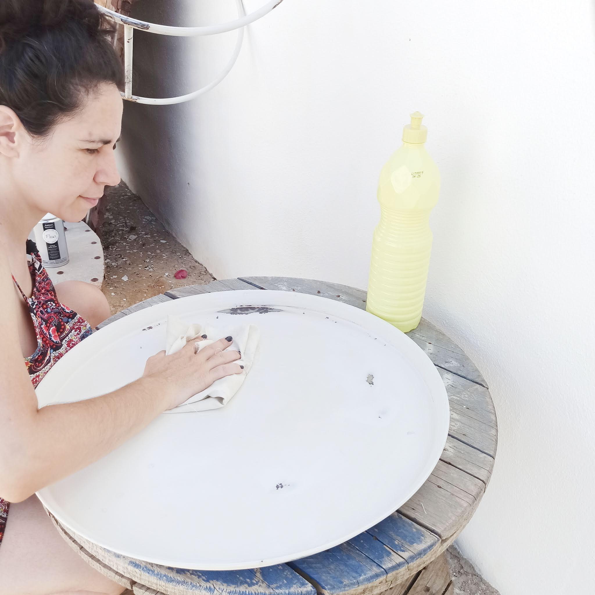 3-pouring-mesa-auxiliar-limpiar