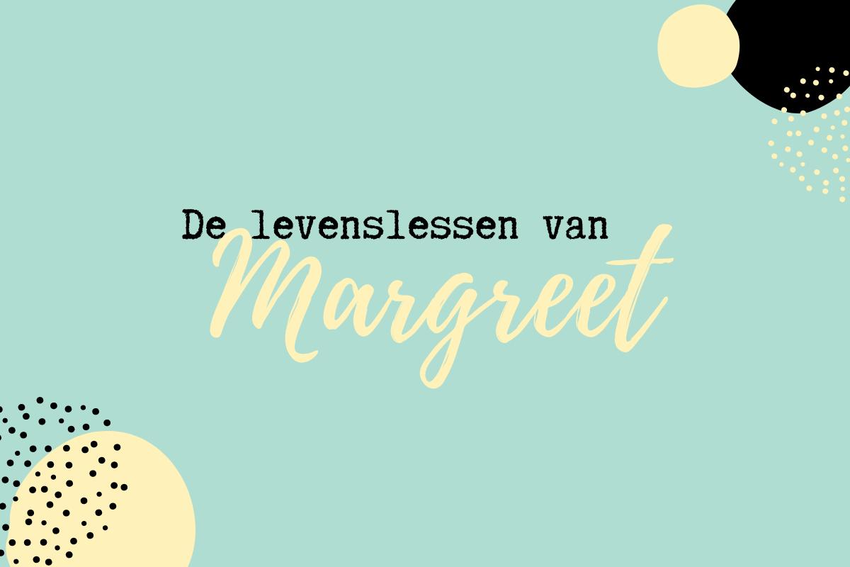 Tekst 'De levenslessen van Margreet' op een blauwe achtergrond versierd met zwarte en lichtgele details.