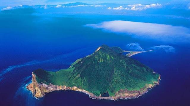 Với hình dáng như một con rùa biển khổng lồ, đảo Guishan thực chất là một ngọn núi lửa còn hoạt động ở Đài Loan. Đây cũng là hòn đảo lớn và duy nhất có người dân sinh sống. Ngoài hình dáng đặc biệt, đảo còn rất nổi tiếng vì là khu vực có nhiều bầy cá voi qua lại.
