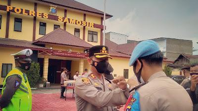 Beri Bingkisan Lebaran, Kapolres Samosir Siapkan Pengamanan Dua Perayaan Keagamaan