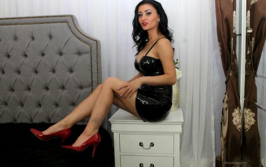 PornQueenSlutty Model GlamourCams