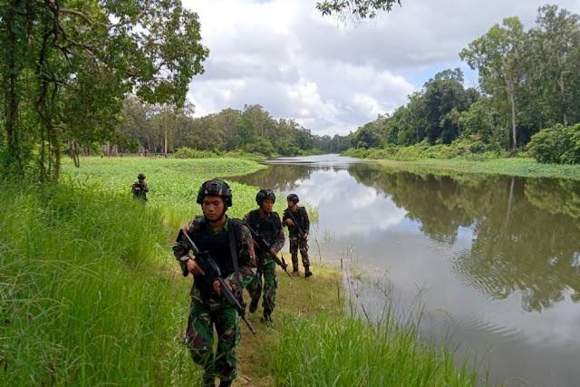Cegah Penyelundupan di Jalur Tikus, Satgas Kostrad Patroli Keamanan Di Perbatasan