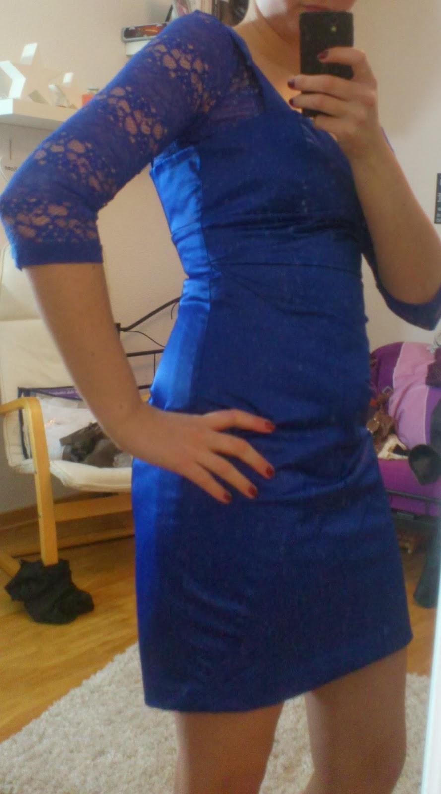 Lucciola: [Outfit] Royalblaues Kleid und Spitze