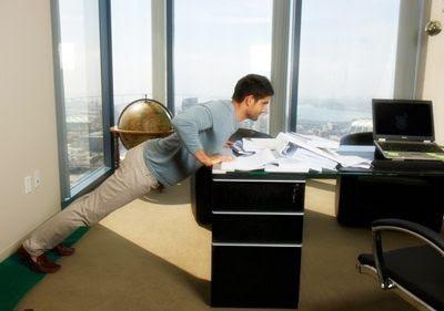 8 Cara Olahraga Ringan di Kantor Kerja