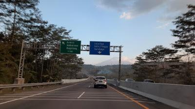 Jalan tol menuju Jogja dari Semarang