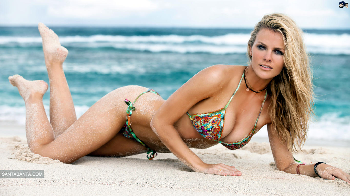 Brooklyn Decker Hot Bikini Wallpaper