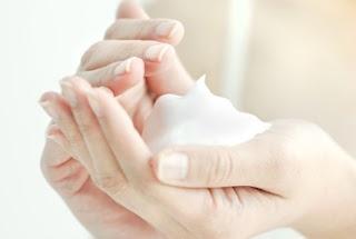 Boleh nggak Pemakaian Skincare dan Kosmetik Beda Merk