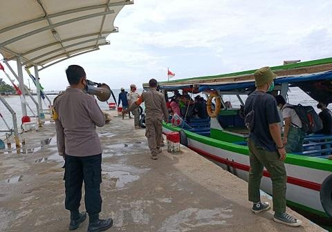 Wisatawan Patuhi Protokol Kesehatan Saat Berlibur Pulau Untung Jawa