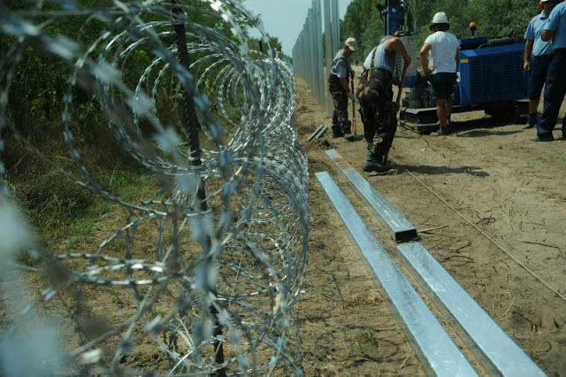 Image Attribute: Construction of barrier at the Hungarian-Serbian border.  Photo: Wikipedia / Délmagyarország/