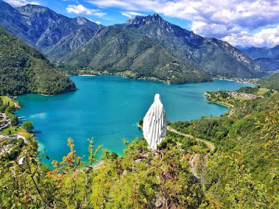 Il berllissimo lago di Ledro in provincia di Trento - vacanze in Trentino