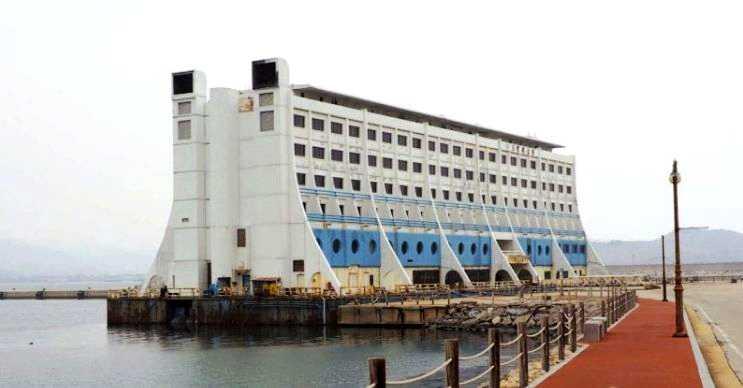 Dünyanın en eski yüzen oteli kaderine terk edildi ve içindeki eşyalarla beraber olduğu gibi bırakıldı.