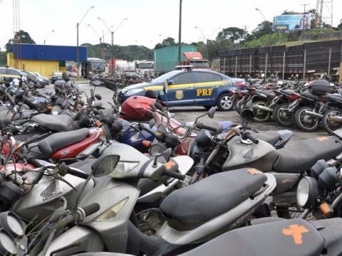 PRF leiloa mais de 370 veículos em condições de rodar