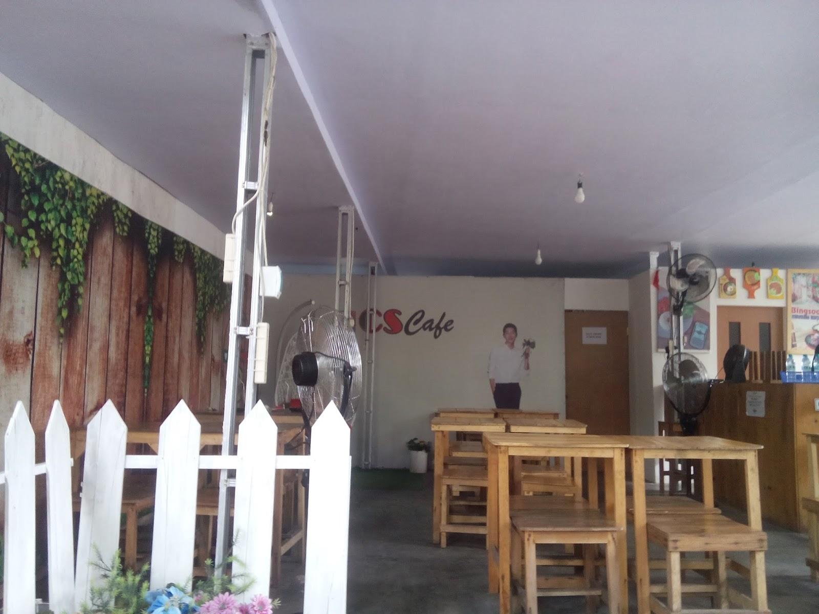 Lokasinya tepat di pinggir jalan sehingga mudah untuk menemukannya. CS Café  ini berada di deretan Panties Pizza a9182be3ba