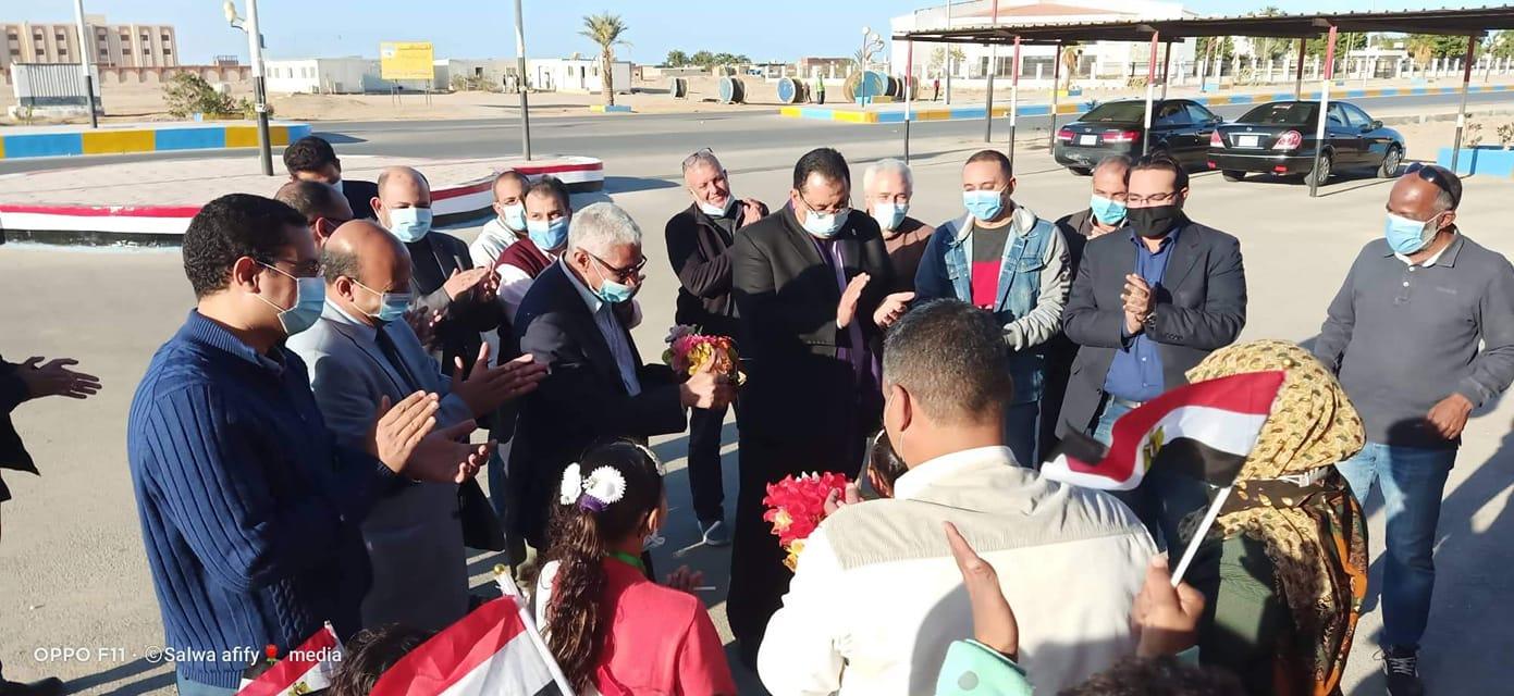 رئيس مدينه الشلاتين استقبال  لقافلة جامعه جنوب الوادي للجنوب