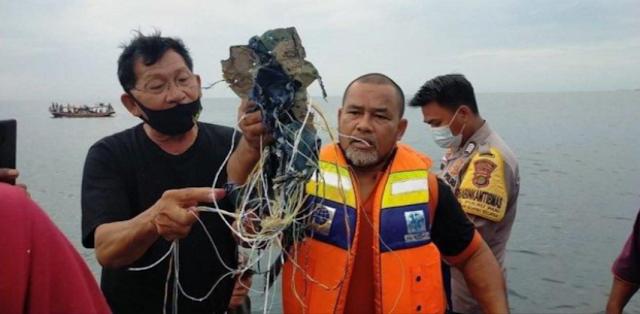 Nelayan Temukan Serpihan yang Diduga Pesawat Sriwijaya Air SJ-182 di Pulau Laki, Kepulauan Seribu