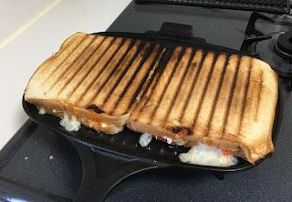 LAVA ホットサンドトースター 食パンを2枚並べて焼ける