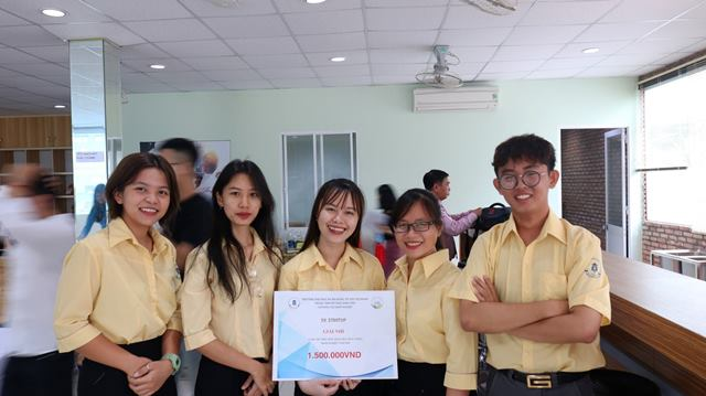 Đồng phục áo sơ mi trường ĐH Ngân Hàng