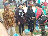 Dalam Rangka HUT RI ke 74,Koramil 16/PR dan Pemdes Sengon Sari Bagi  Bagi Sembako
