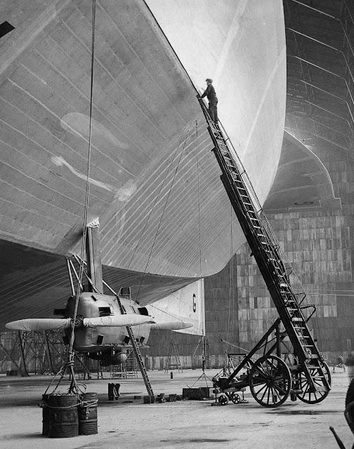 a 1929 dirigible in England