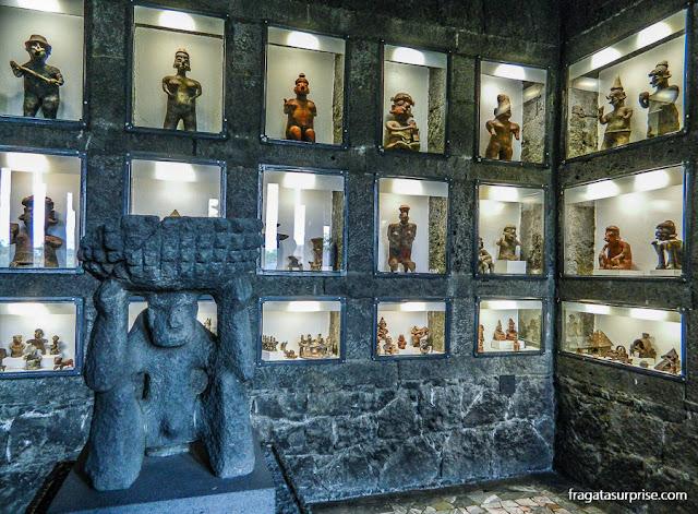Peças pré-hispânicas colecionadas por Diego Rivera no Museu Anahuacalli, Cidade do México