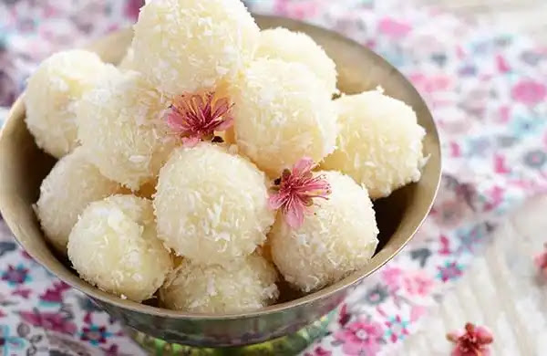 Method of making Coconut Ladoo at home
