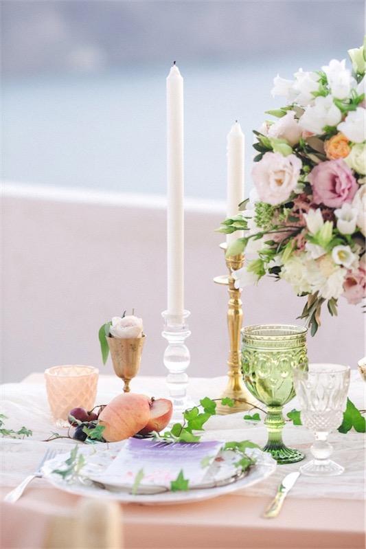 boda en Santorini con sencillo glamour mesa chicanddeco
