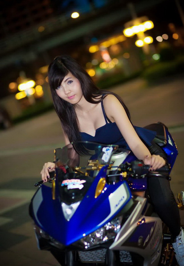 Action Girl Models With Bike Sport Yamaha R3 Blue