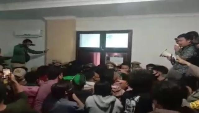 Mahasiswa Mulai Bergerak, Tolak TKA China di Sultra Geruduk Kantor Bupati