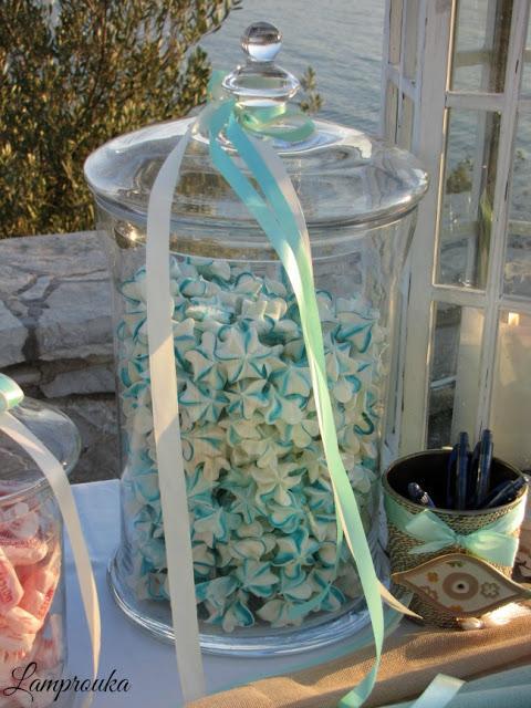 Χρωματιστά μαρεγκάκια για βάπτιση ή γάμο.