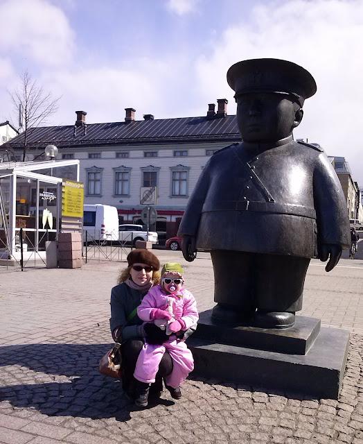 Oulu toripoliisi patsas