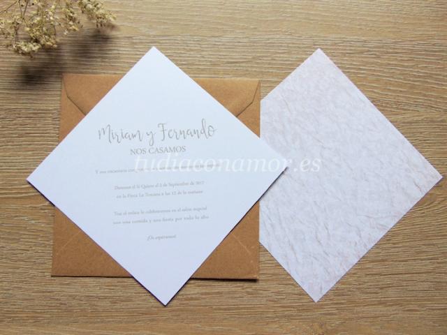 Invitación de boda de estilo vintage romántico con estampado floral