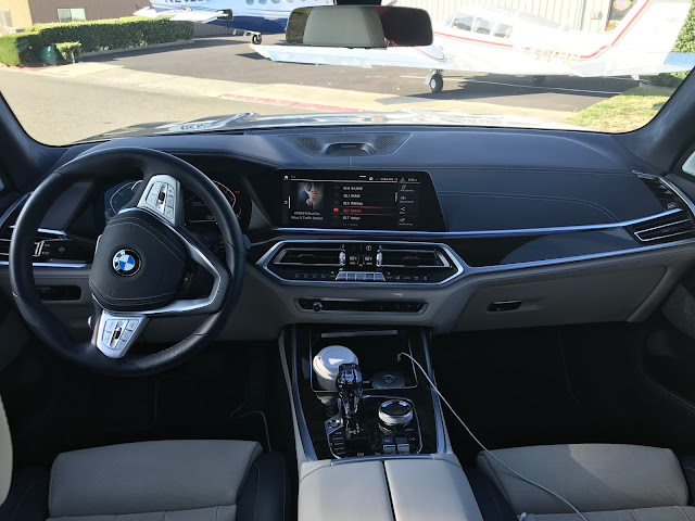 Interior view of 2019 BMW X7 xDrive 40i