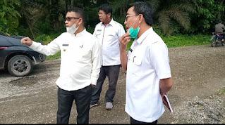 HDS cek lokasi jalan rusak di Desa Lubuk Rumbai. (Poto/Ist)