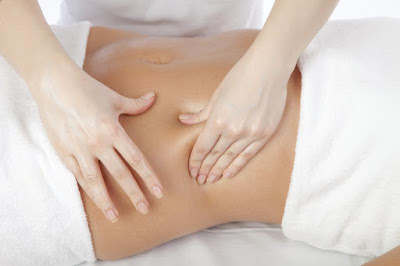 Massage with essential oils for menstrual cramps