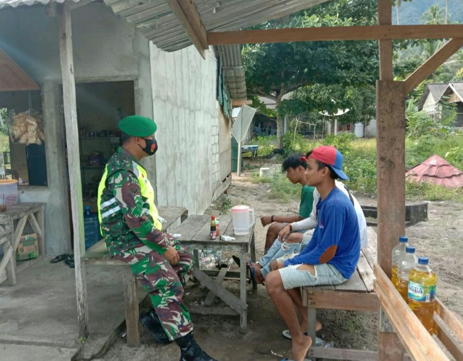 Lakukan Komsos, Babinsa Desa Pengadah Himbau Pemuda Desa Pengadah Menjaga Stabilitas Keamanan Desa Pasca Pemilu