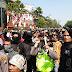 Relawan #2019GantiPresiden VS Massa Yang Menolak, Nyaris Bentrok, Polisi Bikin Pagar Betis