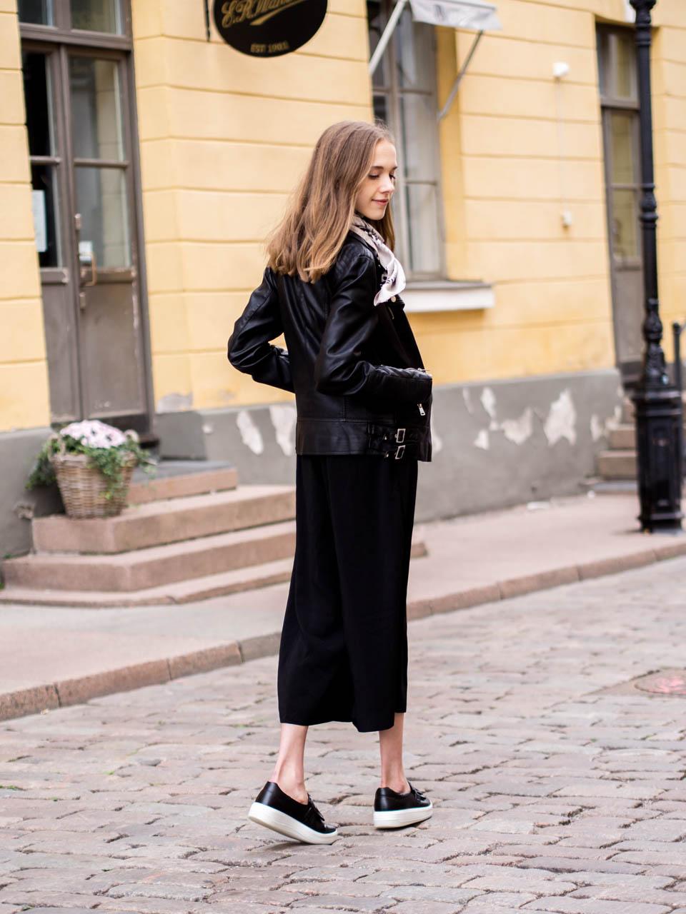 fashion-blogger-autumn-outfit-culottes-leather-jacket-leopard-print