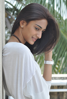 Beautiful Erica Fernandes Hd Wallpapers6.png
