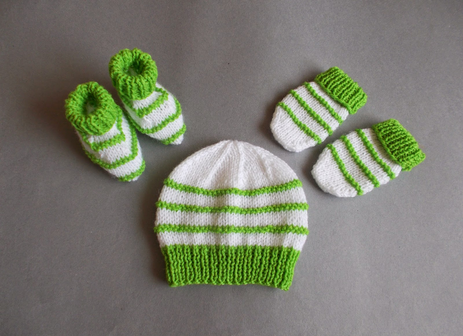 Knit Stitch Only Baby Hat : mariannas lazy daisy days: Knitted Baby Girl Hats