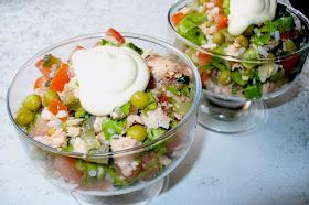 салат с отварной рыбой готовый