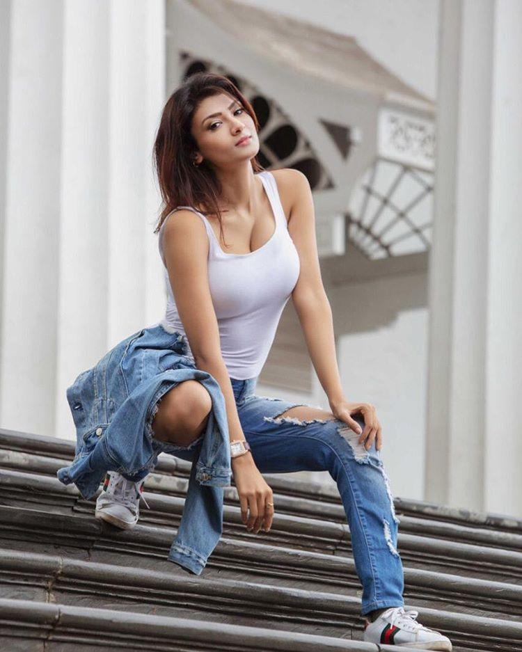 50 Best Bollywood Indian Bikini Models Hot Photos