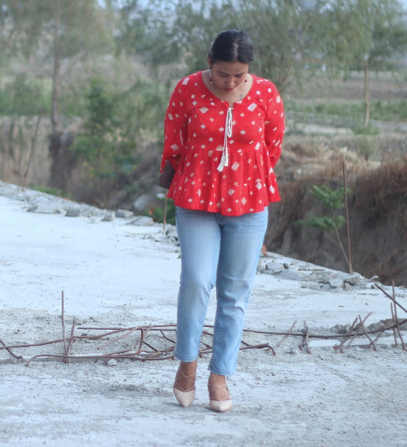 Pictures of personal outfit of an Indian Blogger Jiya Mishra Saklani of Shopping, Style and Us. - Thrifted Top, GAP Girlfriend Jeans, Dorothy Perkins Lace-up Pumps