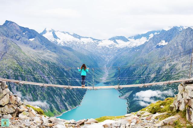 Puente en suspensión en el Valle de Zillertal, Austria