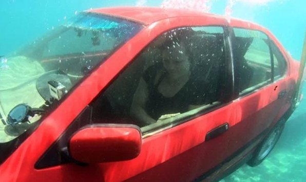 Save Your Life Way To Get Out Of A Car Sinking in Deep Water