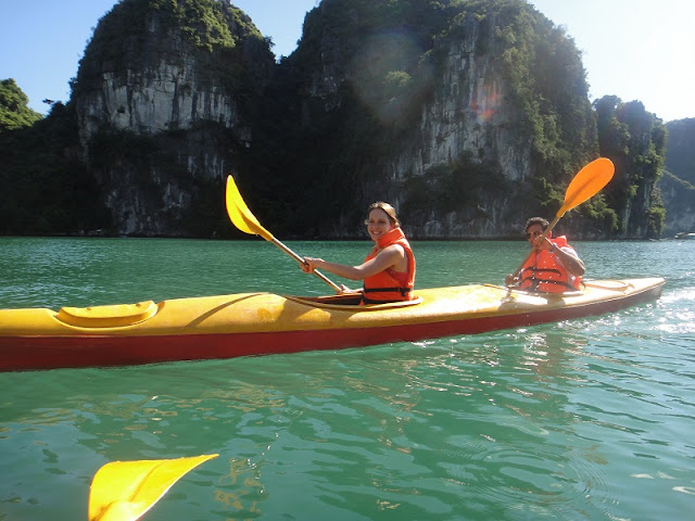 Dynamic Differences Between One-Day and Overnight in Halong Bay 2
