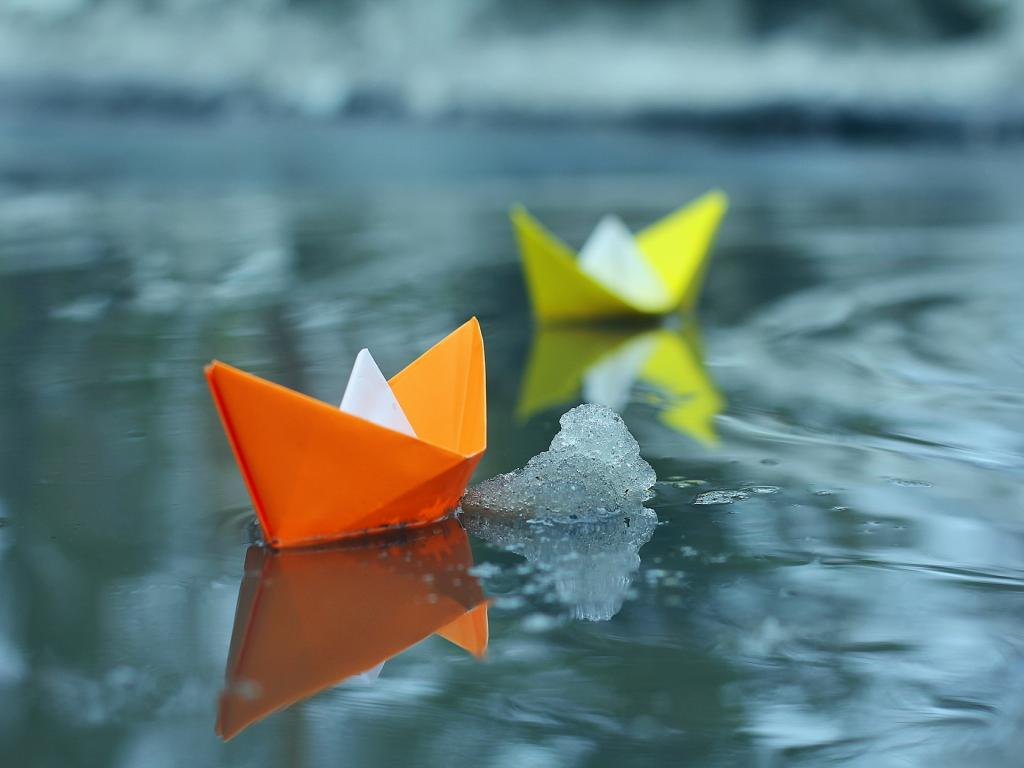 Wall Hit: Paper Boat